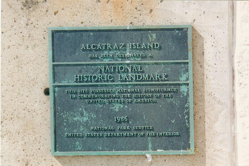 Мемориальная доска тюрьмы Алькатрас