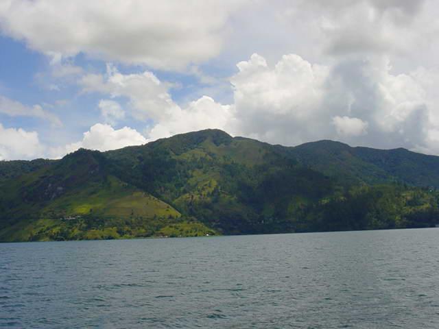 Озеро Тоба - крупнейшее на Суматре