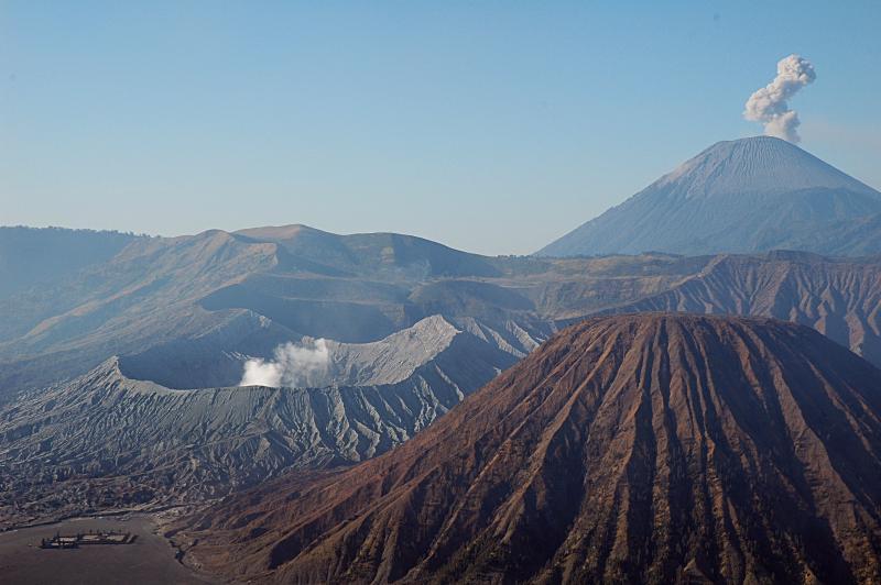 Вулканы Бромо и Семеру на острове Ява