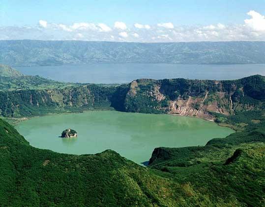 Озеро Тааль на острове Лусон